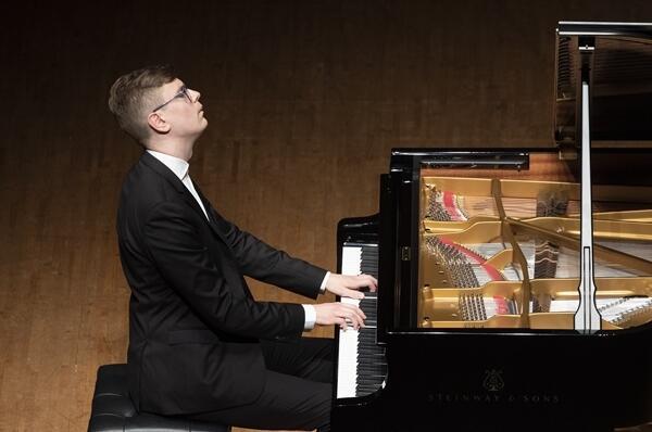 ヴィキングル・オラフソン ピアノ・リサイタル